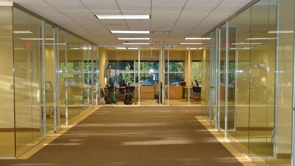 OFFICE CUBICLES AND BENCHING